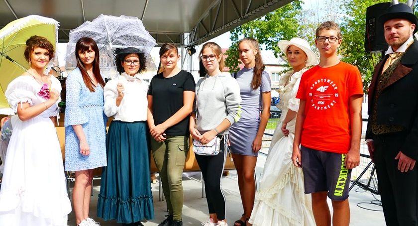 Wernisaże - spotkania , Narodowe Czytanie łosicku - zdjęcie, fotografia