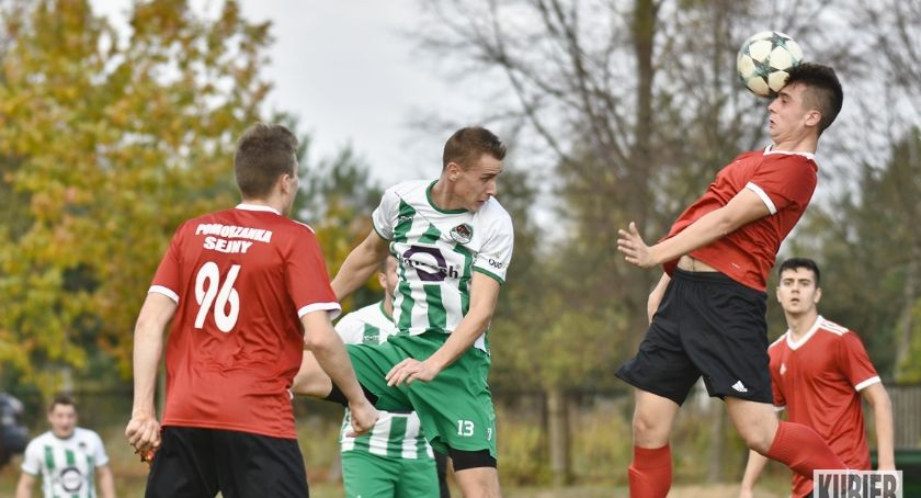 Piłka nożna, Przegrana Pomorzanki Puszczą - zdjęcie, fotografia