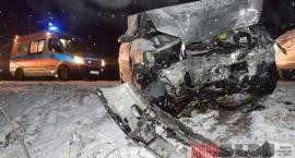 Wypadek. 3 osoby w szpitalu, droga zablokowana