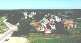 Fotografia. Widok na cerkiew prawosławną pw. św. Ap. Piotra i Pawła