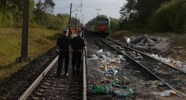 Ciężarówka wjechała pod pociąg. Pięć osób w szpitalu.