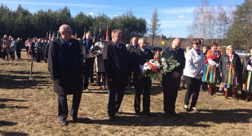 Zaproszenia, kwietnia spotykamy Grzybowie upamiętnić ofiary katastrofy Smoleńskiej - zdjęcie, fotografia