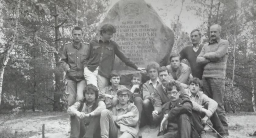 Historia, Niezwykły kamień Piłsudskiego Warszawą - zdjęcie, fotografia