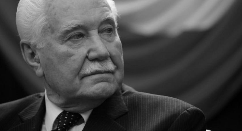 Zaproszenia, rocznica urodzin pamięci Prezydenta Ryszarda Kaczorowskiego - zdjęcie, fotografia