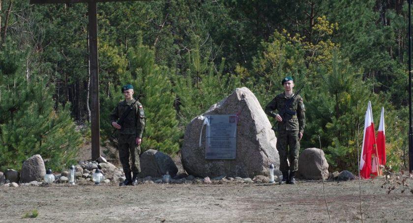 News, rocznica katastrofy smoleńskiej Uroczystości Grzybowie - zdjęcie, fotografia