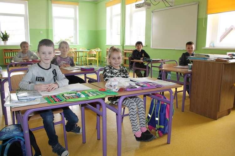 USUNIĘTE Informacje, Niepubliczne szkoły dają radę - zdjęcie, fotografia