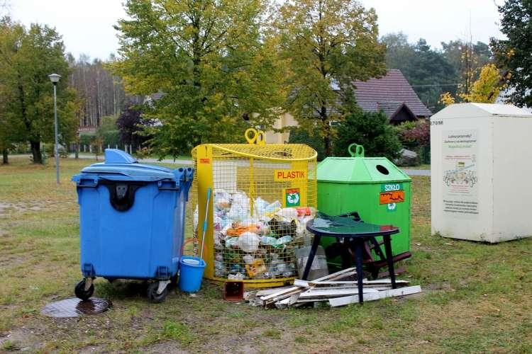 Informacje, Wielki śmieciarz patrzy - zdjęcie, fotografia