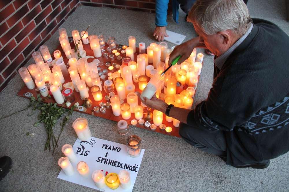 Interwencje czytelników, Niedzielny protest przed Sądem Rejonowym Złotowie - zdjęcie, fotografia