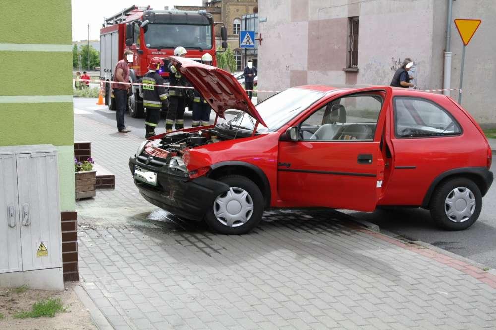 Domyślna_stara, Kobieta zasłabła kierownicą - zdjęcie, fotografia