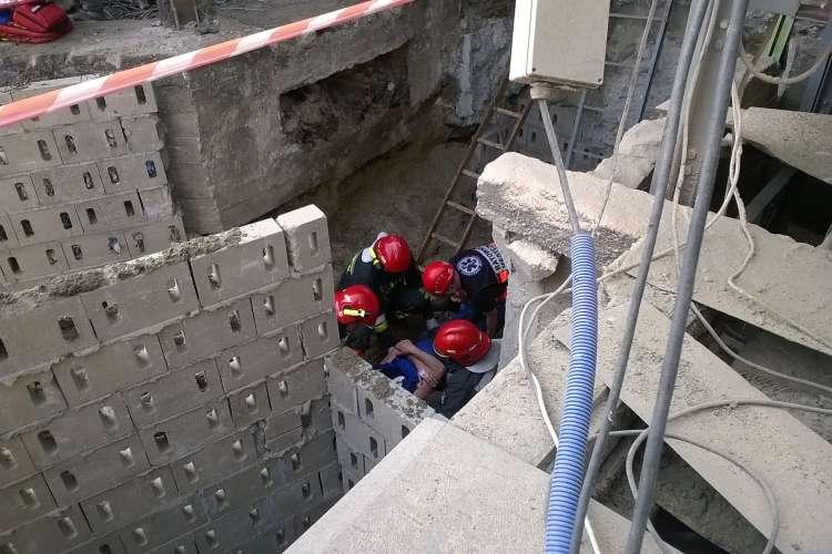 USUNIĘTE Informacje, Wypadek Mieszalni Złotowie Fragment ściany przewrócił pracowników - zdjęcie, fotografia