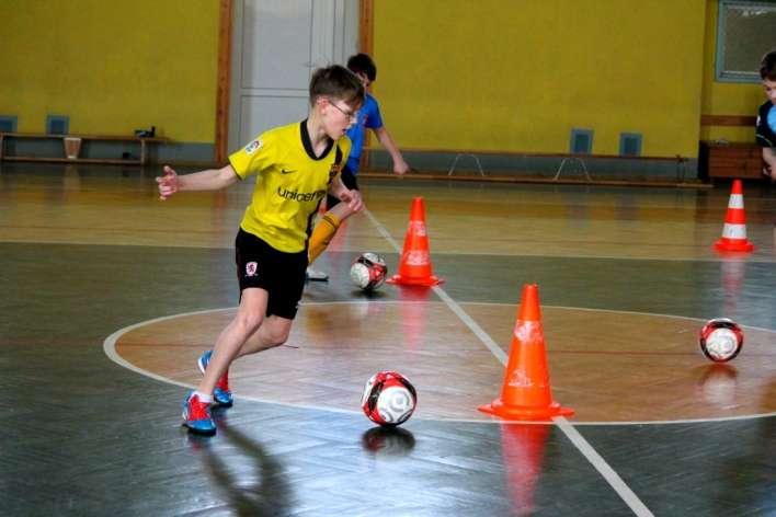 Piłka nożna, Piłkarskie Ferie czyli zajęcia sportowe zorganizowane przez złotowską trójkę - zdjęcie, fotografia