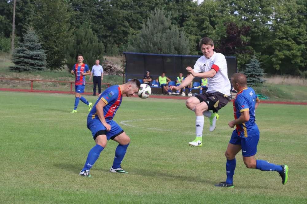 Piłka nożna, Porażka Seniorów Sparty Złotów - zdjęcie, fotografia