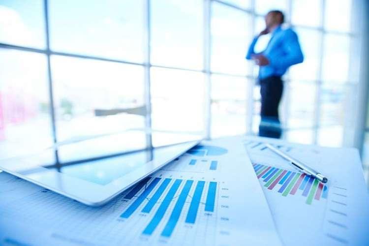 Biznes i praca, Polacy coraz bardziej zadłużeni pożyczkach długoterminowych - zdjęcie, fotografia