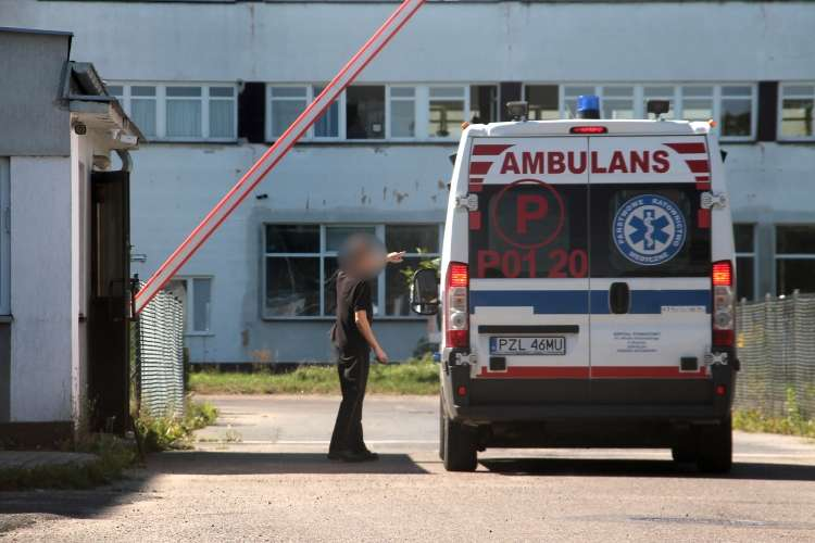 Straż pożarna, przygnieciona wózkiem widłowym - zdjęcie, fotografia