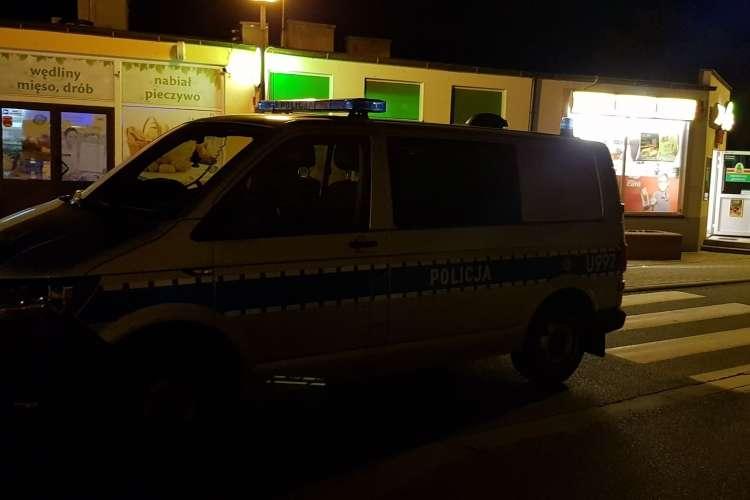 Kronika kryminalna, Napad sklep nożem ręku Złotowie [AKTUALIZACJA] - zdjęcie, fotografia