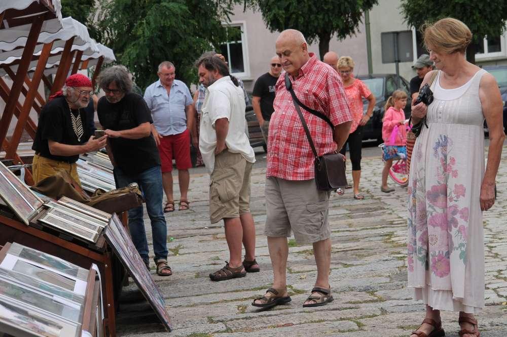 Wernisaże wystawy warsztaty, Targowisko artystami placu Paderewskiego - zdjęcie, fotografia