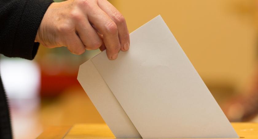 Wybory, Pierwszy wyborów samorządowych - zdjęcie, fotografia