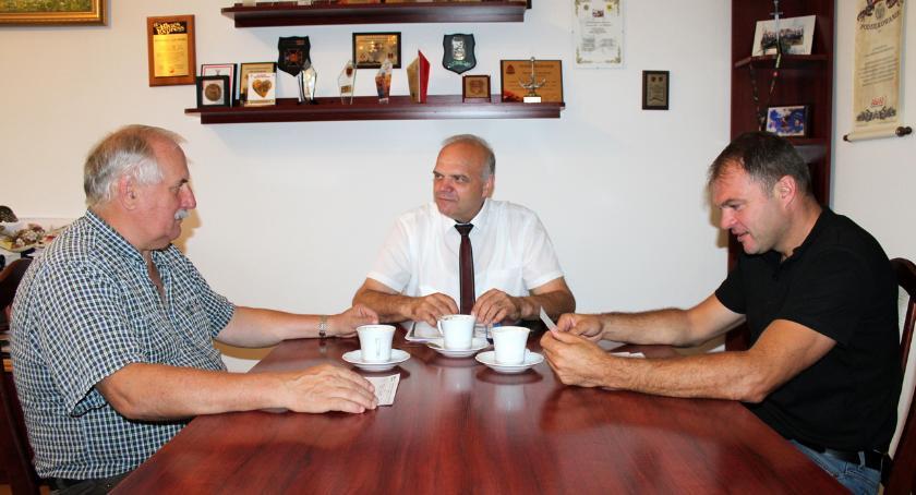 Rolnictwo, Spotkanie starosty kierownikiem Powiatowego Zespołu Doradztwa Rolniczego Złotowie - zdjęcie, fotografia