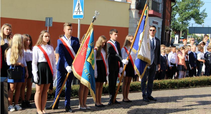 Edukacja, Przywitanie szkolnego Szkoły Podstawowej Pawła Lipce - zdjęcie, fotografia