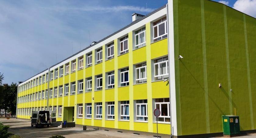 Inwestycje w powiecie, Termomodernizacja budynku Publicznej Szkoły Podstawowej Krajence zakończona - zdjęcie, fotografia