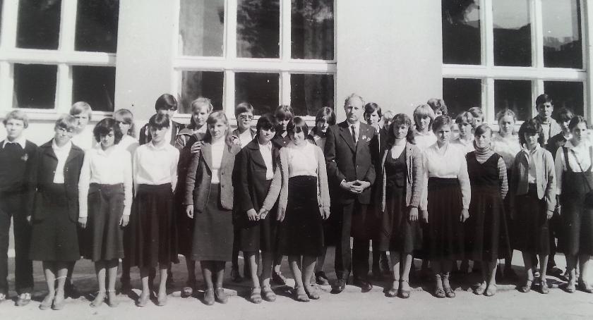 Rok szkolny 1981-82 - uroczyste rozpoczęcie (zdjęcie: archiwum)