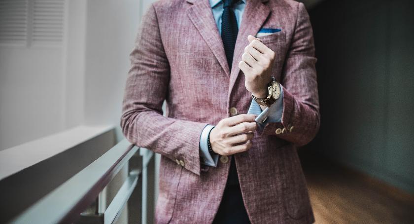 Rekreacja wypoczynek, Mucha krawat wybrać garnituru - zdjęcie, fotografia