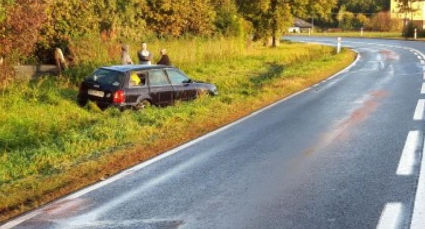 Wypadki drogowe, rowie - zdjęcie, fotografia