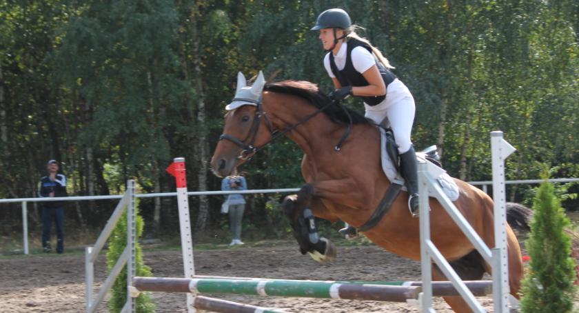 Konkursy i zawody, Okonek zaprasza galę jeździecką - zdjęcie, fotografia