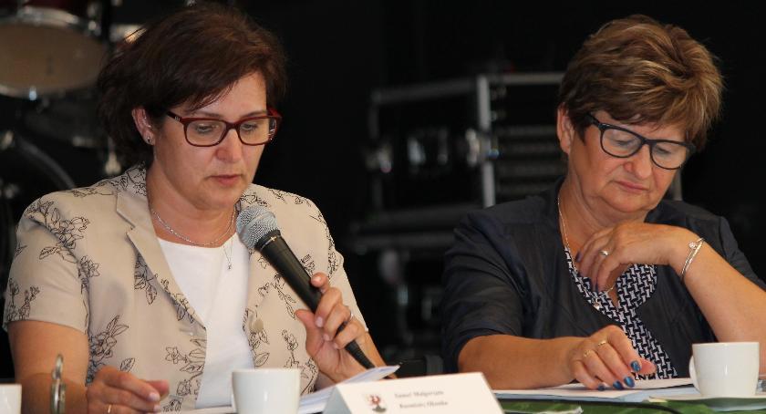 Małgorzata Sameć proponowała, by pomyśleć o inwestorach, którzy mogą pojawić się w gminie. Radny Duszara zaś pytał dlaczego mówimy o tym tak późno (zdjęcie: archiwum)