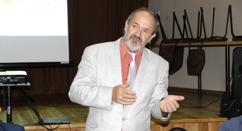 Antoni Łosoś przekonywał, aby w pierwszej kolejności zamknąć temat budowy chodników