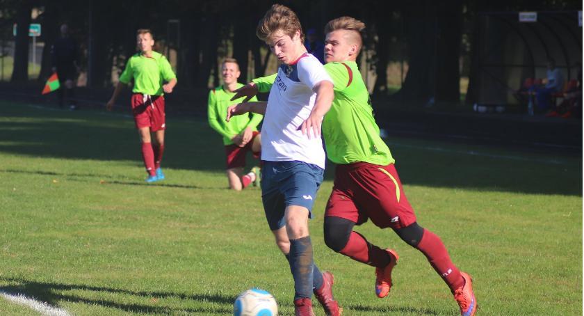 Piłka nożna, Juniorzy młodsi Złotów pokonali zespół Pogoń Łobżenica - zdjęcie, fotografia