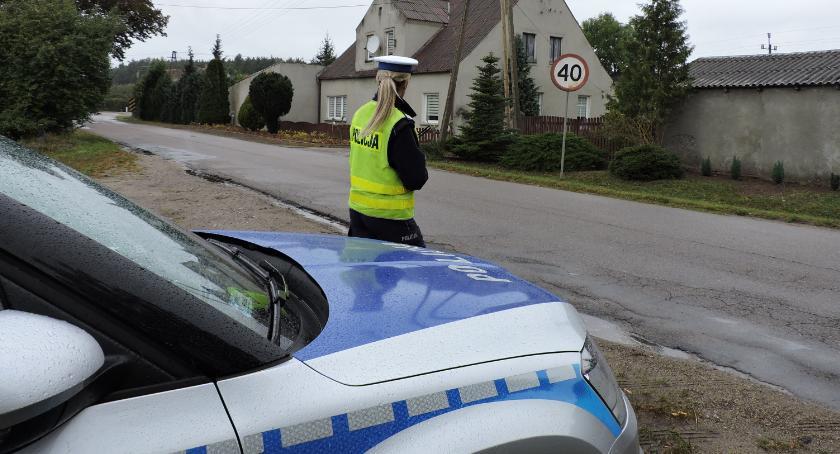 Policja - komunikaty i akcje, Niesprawne technicznie nadzorem policjantów - zdjęcie, fotografia