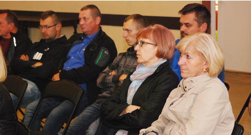 Podczas zebrania stwierdzono, że nowi mieszkańcy Świętej nie często uczestniczą w życiu wsi np. nie przychodzą na zebrania