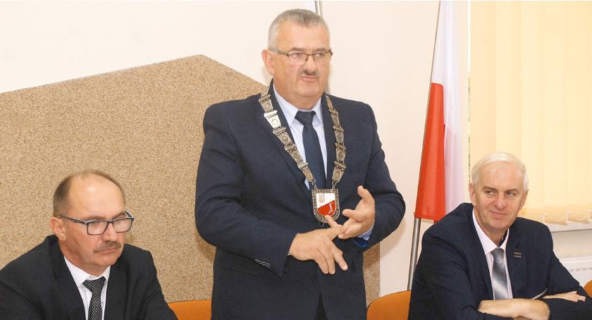 Przewodniczący rady odpierał zarzuty J. Maciejewskiego. Stwierdzenie na temat szatni miało pochodzić od mieszkańców Rudnej, a nie od niego