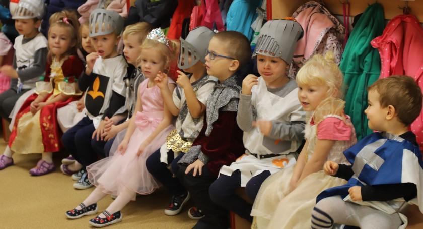 Edukacja, Pasowanie rycerza Przedszkolu Złotowie - zdjęcie, fotografia