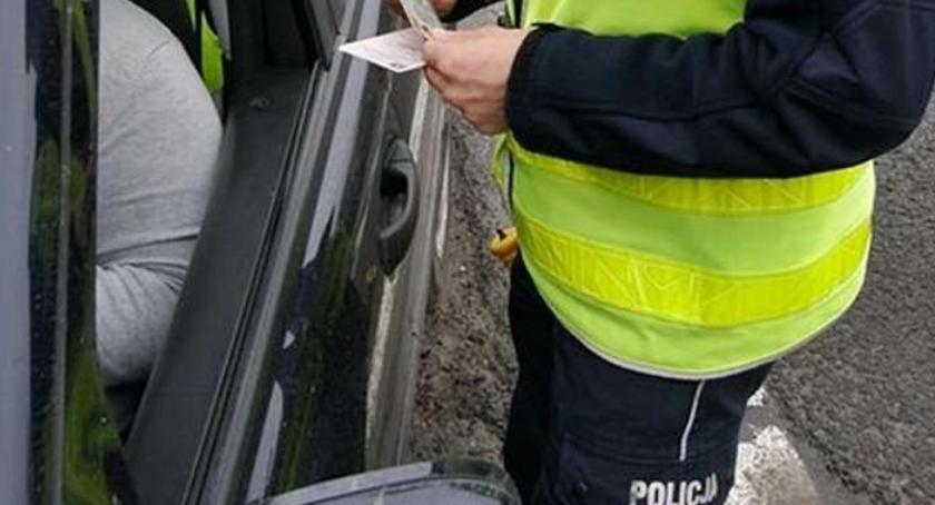 Kronika kryminalna, Pijany kierowca zatrzymany pobliżu cmentarza Złotowie - zdjęcie, fotografia