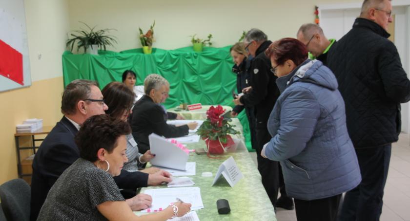 Wybory, Wybory samorządowe frekwencja drugiej turze wyborów burmistrza Złotowa - zdjęcie, fotografia