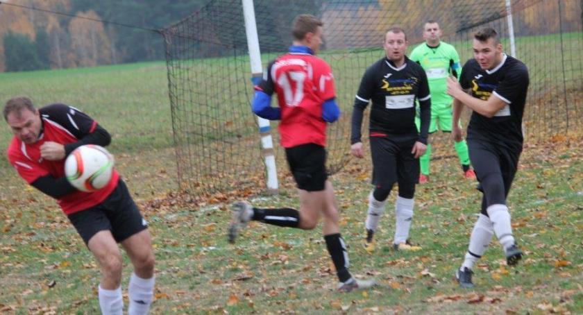 Piłka nożna, Orzeł liderem - zdjęcie, fotografia