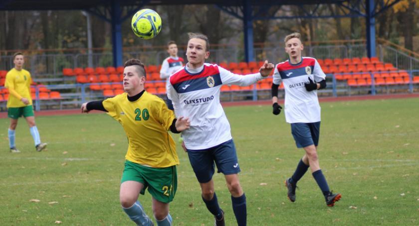 Piłka nożna, Juniorzy młodsi Złotów kontra Łobzonka Wyrzysk - zdjęcie, fotografia