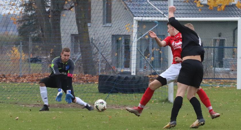 Piłka nożna, Piłkarski weekend stadionach regionie - zdjęcie, fotografia