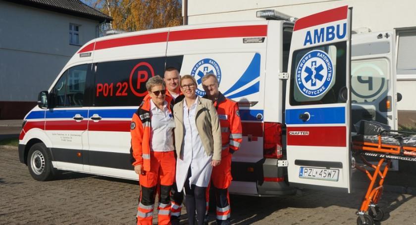 Inwestycje w powiecie, ambulans Okonka - zdjęcie, fotografia