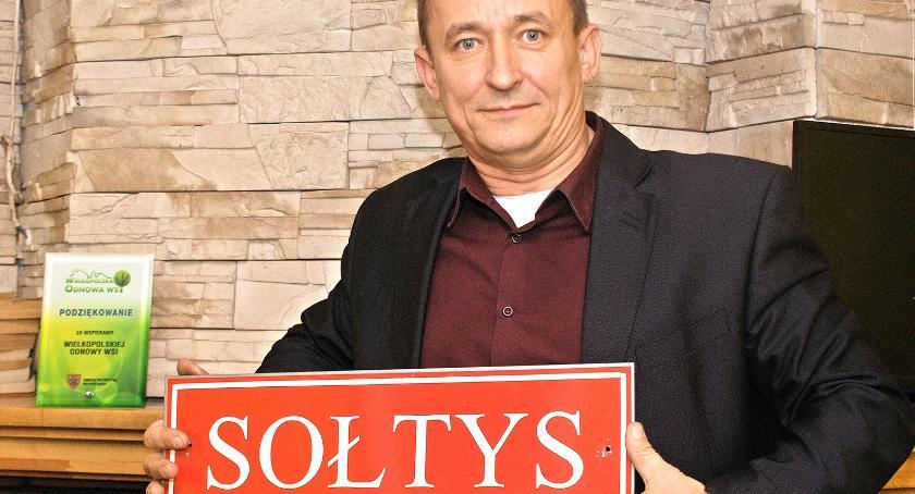 Jarosław Maciejewski niebawem kończy kadencję sołtysa. Nie będzie ubiegał się okolejną. Nie rezygnuje jednak zpracy wstowarzyszeniu ina rzecz wsi