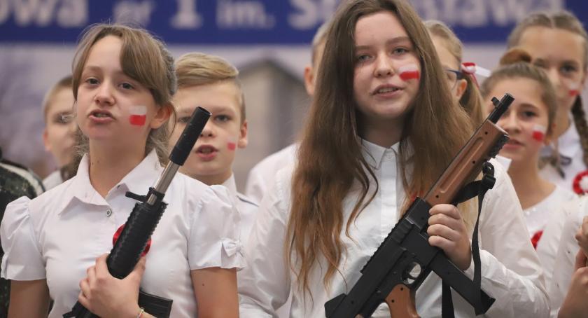 Uroczystości obchody, Koncert Pieśni Patriotycznych okazji Rocznicy Odzyskania Niepodległości Jedynką - zdjęcie, fotografia