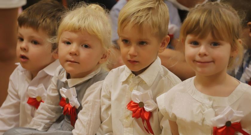Uroczystości obchody, Patriotycznie Przedszkolu Złotowie - zdjęcie, fotografia