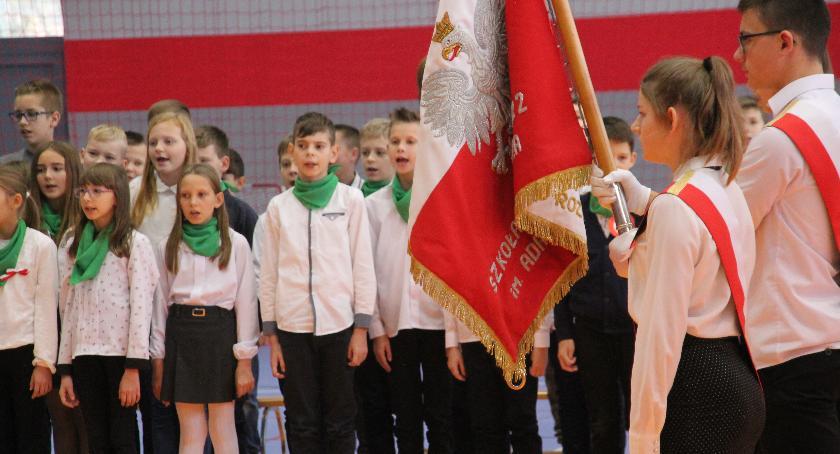 Uroczystości obchody, Uczniowie uczcili Rocznicę Odzyskania przez Polskę Niepodległości - zdjęcie, fotografia