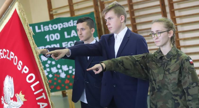 Uroczystości obchody, Ślubowanie uczniów nowego rocznika złotowskim CKZiU - zdjęcie, fotografia