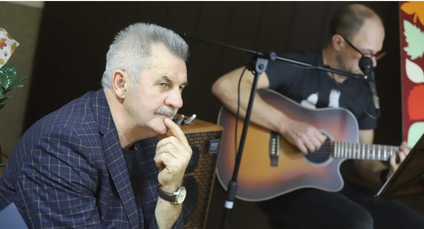 Koncerty muzyka, Ludzie liście wieczór muzyczno słowny Włodzimierzem Pankiewiczem - zdjęcie, fotografia