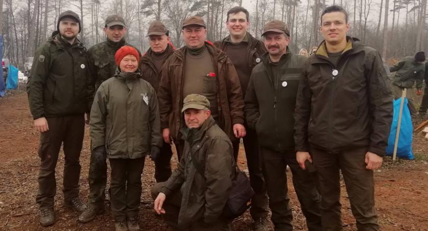 Rolnictwo, Złotowscy leśnicy solidarni Nadleśnictwem Runowo - zdjęcie, fotografia