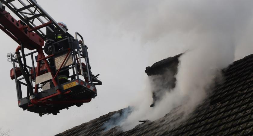 Straż pożarna, Pożar budynku mieszkalnego Zalesiu - zdjęcie, fotografia