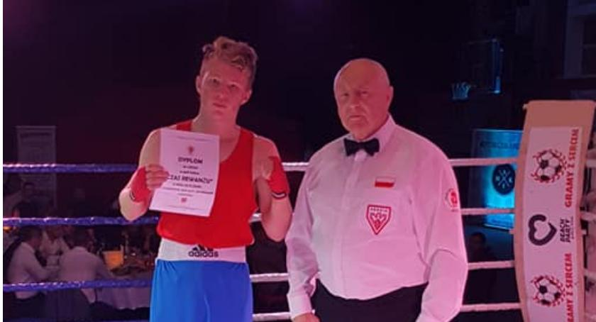 Boks, Kolejne zwycięstwo ringu Kacpra Czerwińskiego - zdjęcie, fotografia